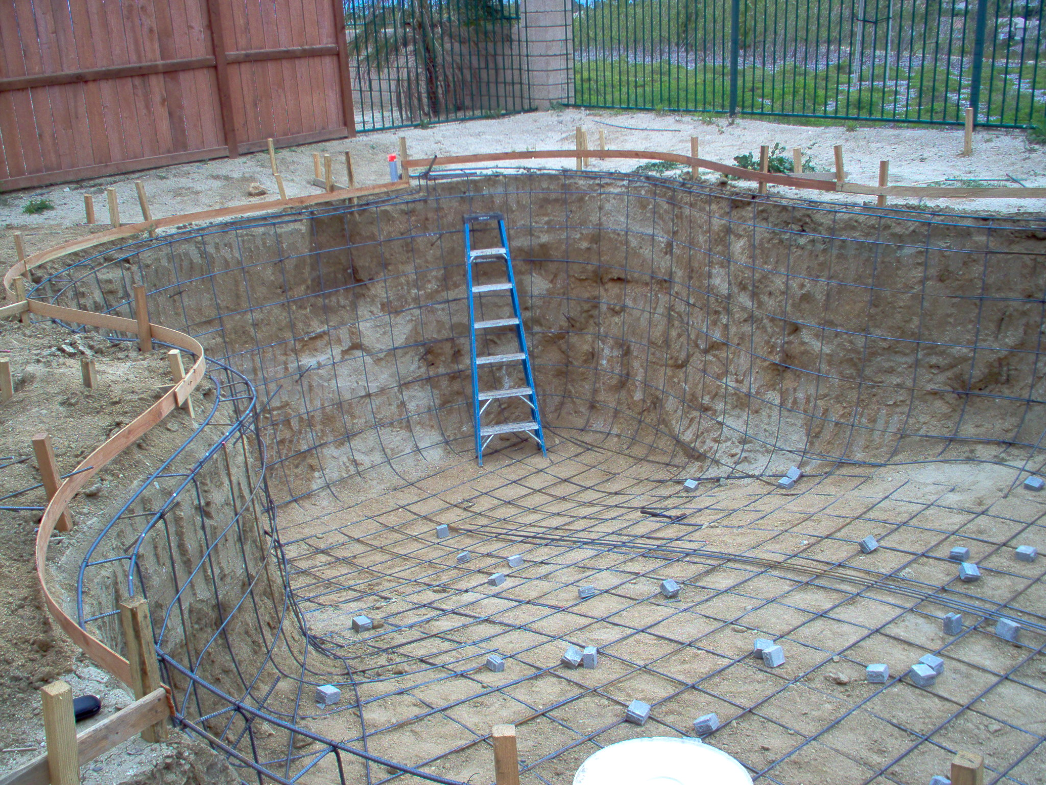 Pool Building Tips : Building pool s what every salesman and project